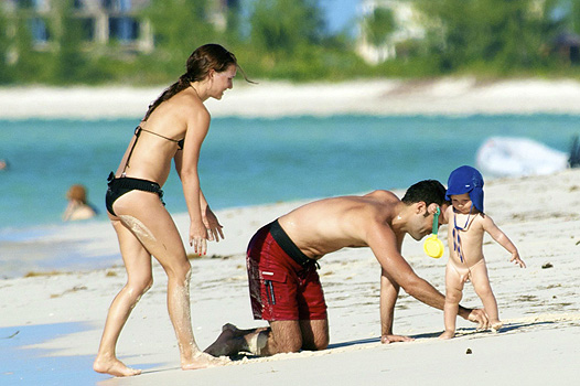 Natalie Portman Vacations With Benjamin And Alph In Turks And Caicos